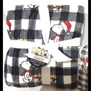 Peanuts Snoopy Polyester Full/Queen Sized Blanket